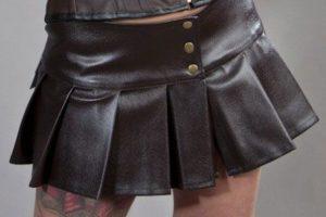 19. svart fuskskinn pliserad kjol
