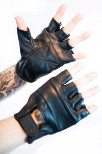 8. svarta skinn halv handskar