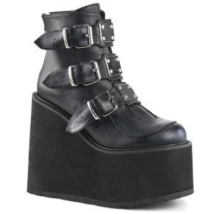 29. svart fuskskinn sko med 3 metallplattor framtill
